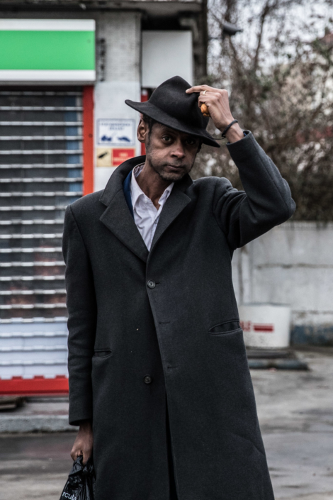 homme_chapeau_manolo_mylonas_photographie_banlieue_paris_paysage_urbain_humain_seine_saint_denis203