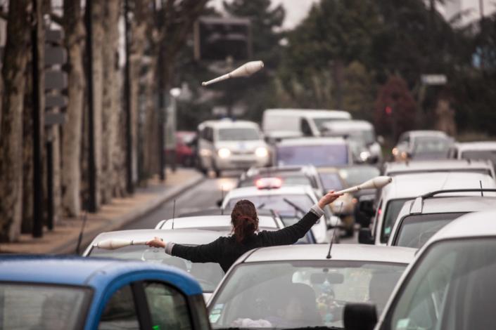 jonglage_voiture_embouteillage_manolo_mylonas_photographie_banlieue_paris_paysage_urbain_humain_seine_saint_denis218
