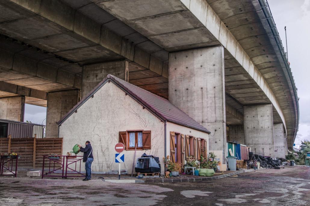 maison_sous_pont_autorote_insolite_manolo_mylonas_photographie_banlieue_paris_paysage_urbain_humain_seine_saint_denis191