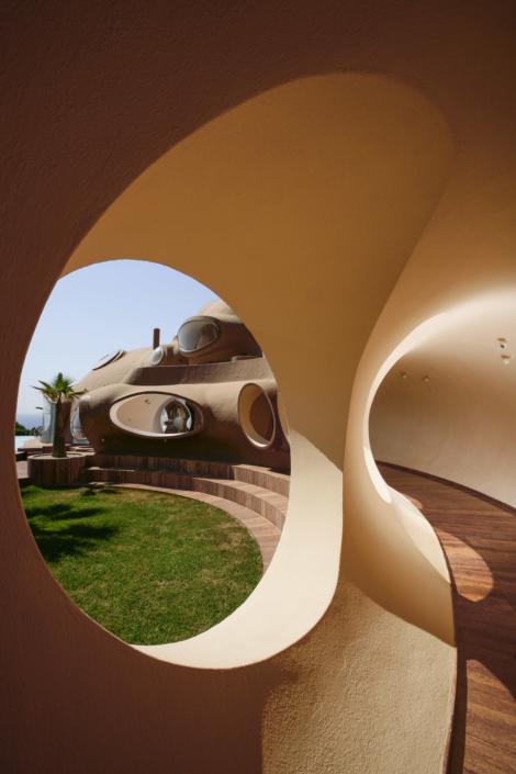 palais_architecture_villa_bulle_cardin_antti_lovag