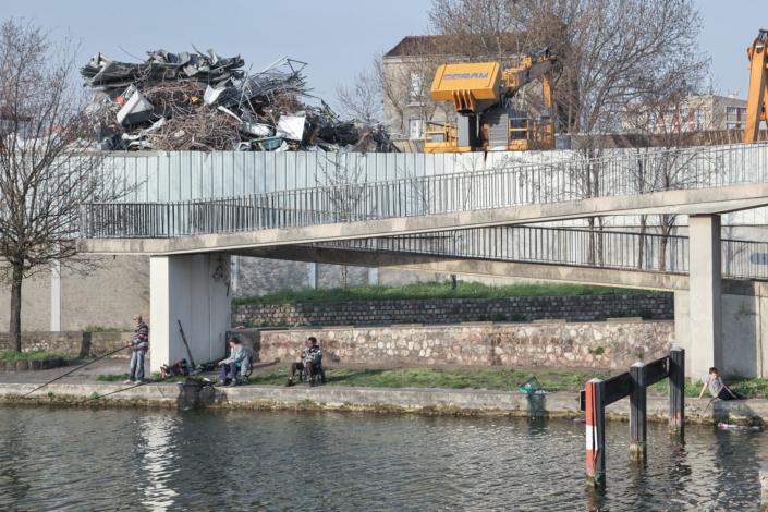 pecheur_canal_autoroute_manolo_mylonas_photographie_banlieue_paris_paysage_urbain_humain_seine_saint_denis217