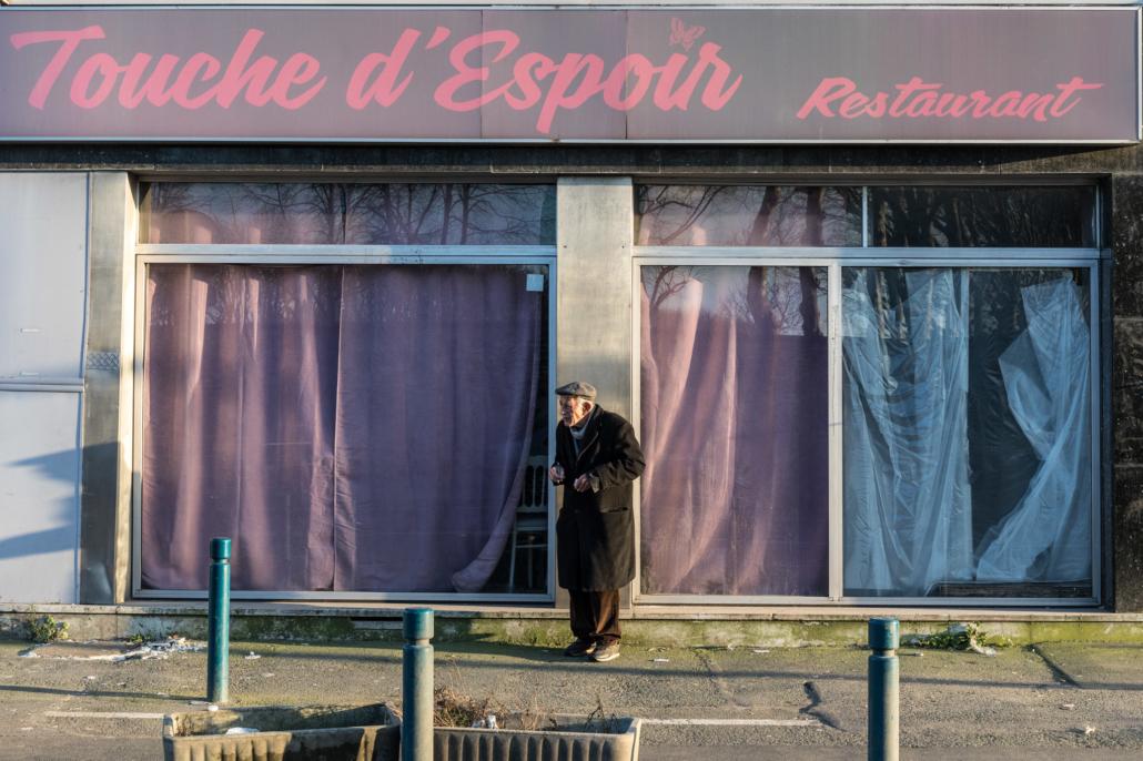 retraité_solitude_manolo_mylonas_photographie_banlieue_paris_paysage_urbain_humain_seine_saint_denis